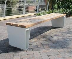 VEE B 2035 Veeva bench with front-to-back platform slat
