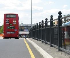 Linx 100 3/4 guardrail, post with Knightsbridge cap
