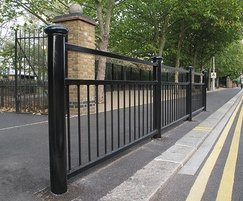 Linx 100 3/4 guardrail, post with Ashton cap