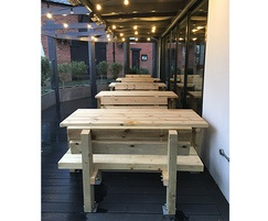 Stark table and seats