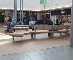 RailRoad Delta Wavy seating for public area