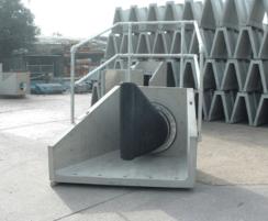 Concrete headwall with Tideflex duckbill valve
