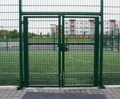 Rebound welded mesh double leaf gate with key lock