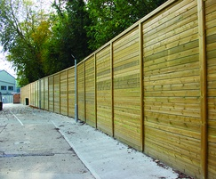 Jakoustic® Reflective fencing surrounds retail complex