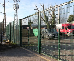 Double leaf welded mesh gates