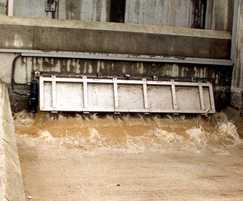 Flushing action of gate