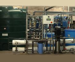 Reverse osmosis liquid filtration system