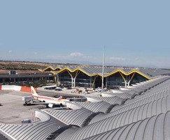 Roof top walkway - Madrid Airport Project