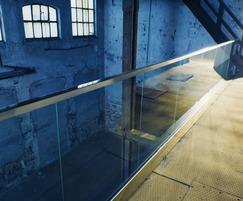 Glass balustrade for balcony
