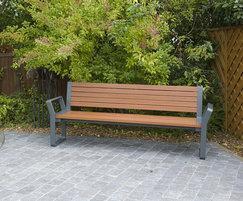 Cerro hardwood seat with cast aluminium frame
