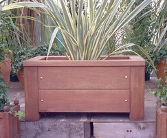 Woodland square hardwood planter2048 s 2