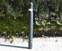 EB400 MDPE and steel core slimline bollard
