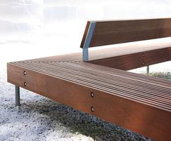 Woody bench with two arms at 120 degrees and backrest