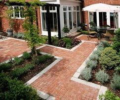 Small contemporary garden build