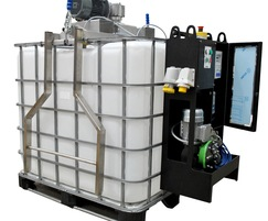Hook-mounted on IBC with optional mixer for lime