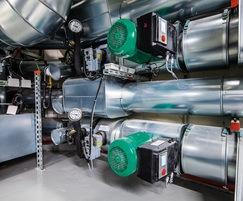 Geothermal energy with two brine/water heat pumps