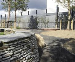 Zaun: Anti-ballistic noise-reducing recycled plastic fencing