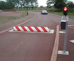 RB680 hydraulic roadblocker