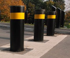PAS 68 retractable bollards
