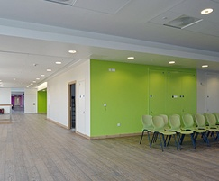 Wallglaze for a hospital corridor