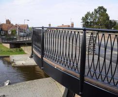 Bespoke steel curved bridge & columns, Hungerford
