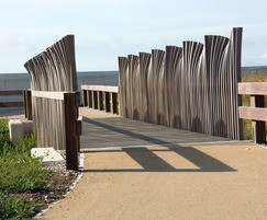 Wave-effect bridge parapets for ecology park