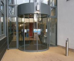 TORMAX United Kingdom: Sustainable sliding entrance for students