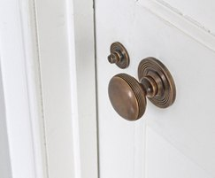 Classic mortice knob (34108) with matching turn/release