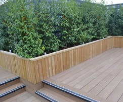 Planter walling on roof decking