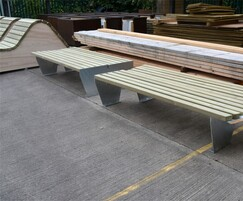 Slatted benches and loungers