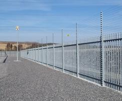 Lochrin® Palisade with Powerfence topping™