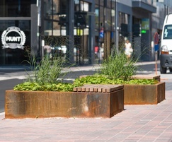 POC - Low planter seat