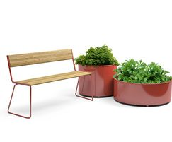 Moveable APRIL Go bench and planters