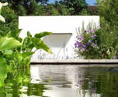 Aluminium free-standing water feature wall