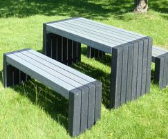 London 100% recycled plastic table and benches