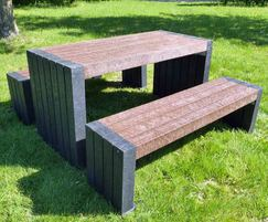 London 100% recycled plastic table and seating