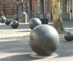 UrbaSTYLE Round cast stone bollards