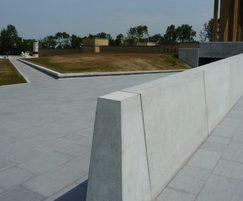 Westfront Nieuwpoort, bespoke concrete wall and benches