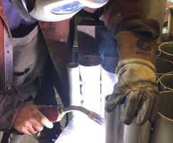 Welding of the 1300 tubes for the 'Peavilion' facade