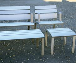 Comes as a bench with armrests and a banquette