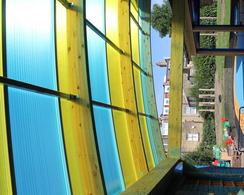 Multiwall polycarbonate roof with customised colours