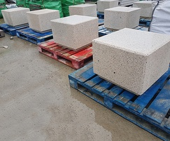 Rossa concrete cube seats