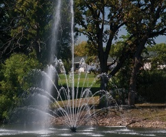 Titan Series Buckingham floating lake fountain