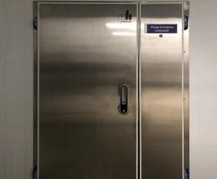 Hinged single-leaf refrigerated door