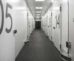 Hinged single-leaf refrigerated doors
