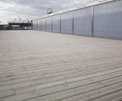 Q-Grip anti-slip decking for T12 bridge, London 2012