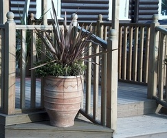 Q Deck® Plus Classic balustrade with Classic newel post