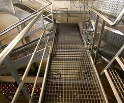 PLSS-66x33/25x3 stainless steel elevated walkway
