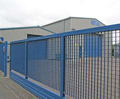 Verona sliding gate: Wolverhampton