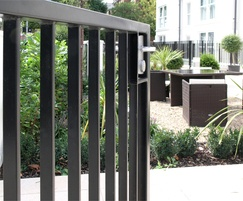 Gate polyester powder-coated RAL9005